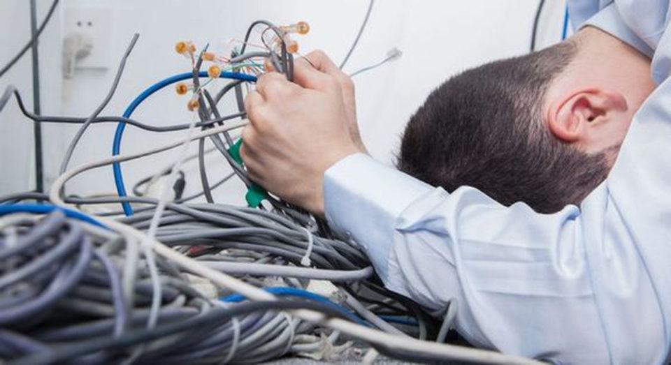 Câbles bureaux casse tête